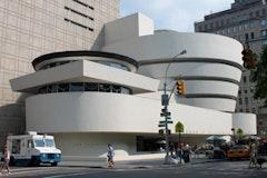 Solomon R. Guggenheim Museum. Designed by Frank Lloyd Wright. Photo by Joseph A. (flickr.com/photos/josepha/4757688458/).