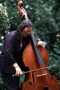 Jöelle Léandre; photo: Anne Wurm.