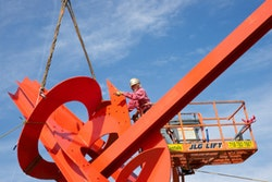"""Mark di Suvero installing """"Figolu,"""" 2005–2011 (detail). Steel. 47' 1""""×55'×23'. Private collection Photograph. by Jerry L. Thompson"""