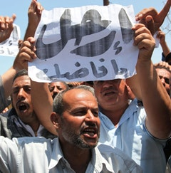 Striking workers in Isma'iliyya demand the ouster of the head of the Suez Canal Authority.