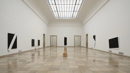 Installation view, Ellsworth Kelly, Haus der Kunst, Munich. Photo credit: Wilfried Petzi. Courtesy Haus der Kunst.
