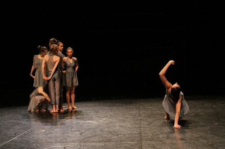 Chorus (Becky Chaleff, Alexandra Berger, Sam Swanton, Liesbeth Demaer Ingenito, Timothy Emmett Lee Ward, Suzanne Thomas) and Jesse Dunham in Pat Catterson's <i>To Lie in the Sky</i>.