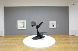 "Installation view, Alexander Calder: De grote ontdekking, Gemeentemuseum den Haag, 2012. From left to right: Mondrian's ""Composition with Double Line and Blue,"" 1935; Calder's ""Devil Fish,"" 1937; and Mondrian's ""Composition de lignes et couleur: III,"" 1937. Courtesy the Calder Foundation."