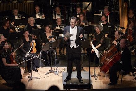 Alan Pierson with the Brooklyn Philharmonic. Photo: George Grella.