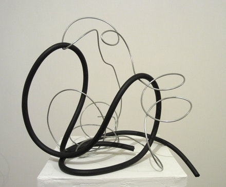 "Alain Kirili, ""Aria I,"" 2011. Galvanized wire and rubber. 14 x 12 x 12"". Courtesy Akira Ikeda Gallery, New York."
